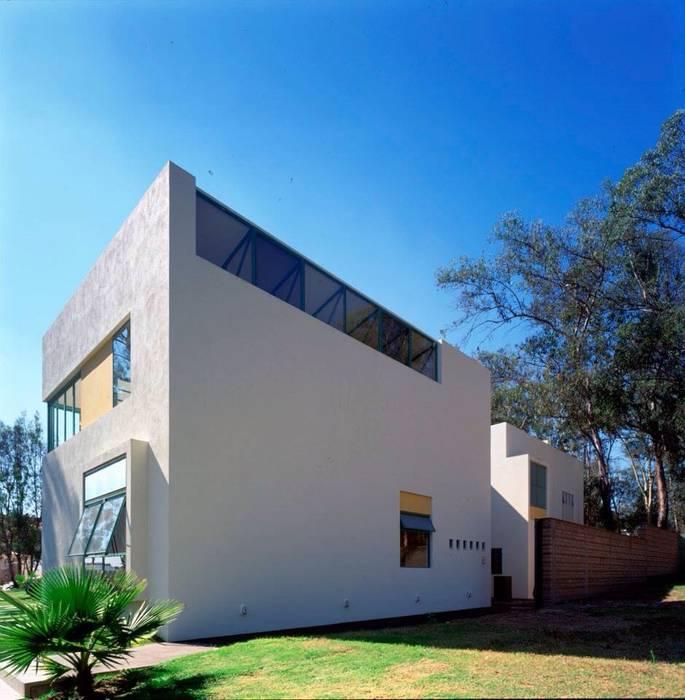 Fachadas del ingreso: Casas de estilo  por Taller Luis Esquinca, Moderno