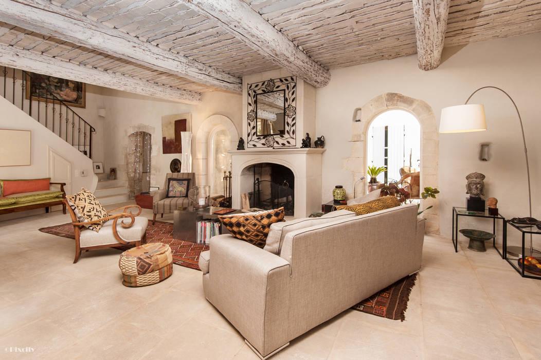 Pixcity Rustic style living room