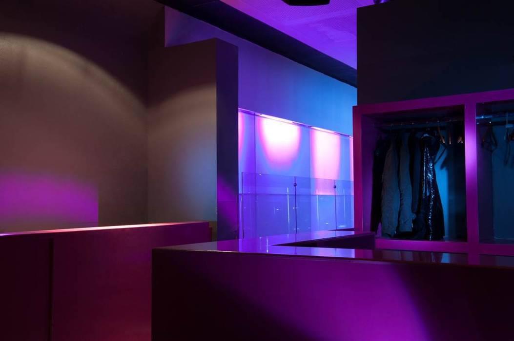 Discoteca,Bar Oficinas y tiendas de hidalgomashidalgo arquitectos