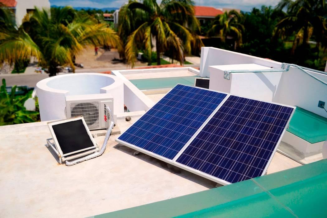 paneles solares fotovoltaicos: Casas de estilo  por Excelencia en Diseño