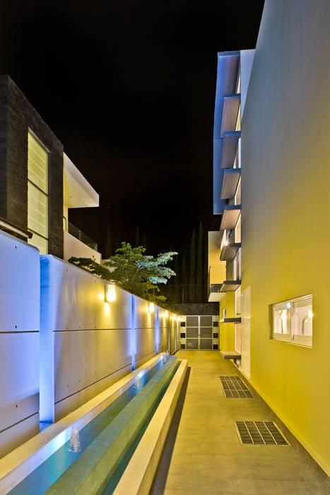 pasillos: Casas de estilo  por Excelencia en Diseño, Minimalista