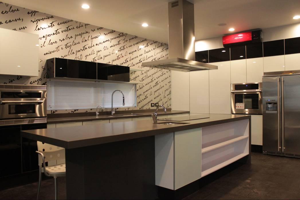cocina integral: Cocinas de estilo minimalista por Excelencia en Diseño