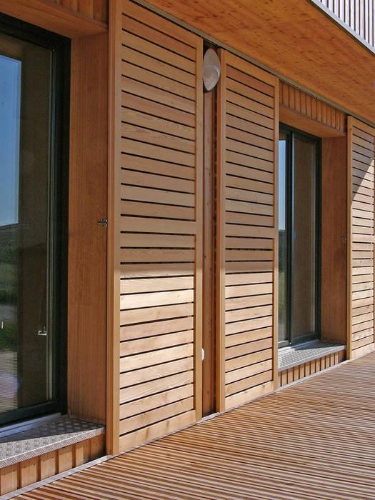 Vue de détail de la façade sud Maisons modernes par ABA - Architecture Bioclimatique Auvergne Moderne
