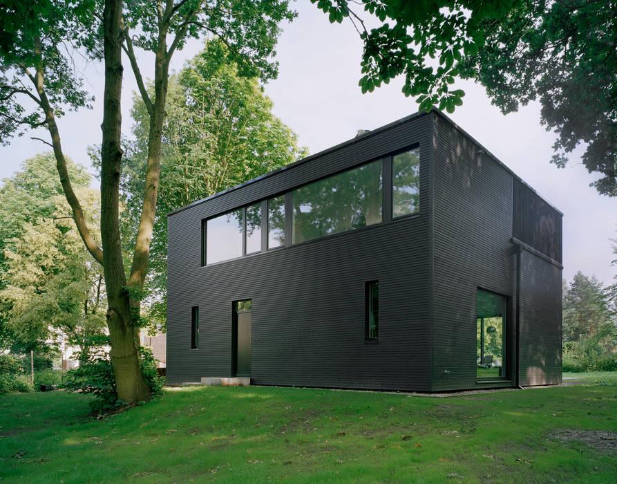 Privathaus bei Berlin Minimalistische Häuser von IOX Architekten GmbH Minimalistisch