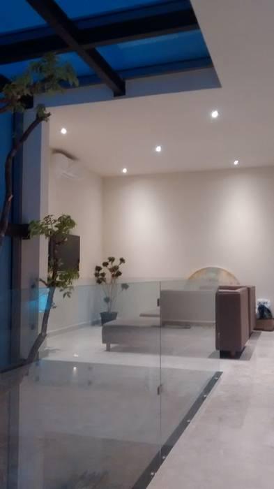 Sala de TV: Salas de estilo minimalista por Vortex Arquitectos