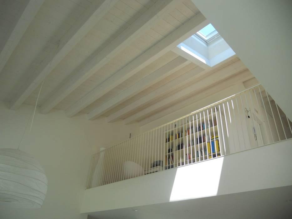luce Case moderne di VALERI.ZOIA Architetti Associati Moderno