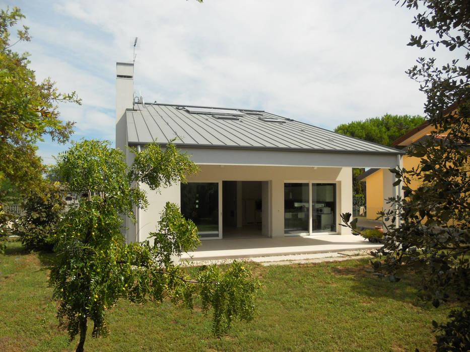 Maisons de style  par VALERI.ZOIA Architetti Associati, Moderne