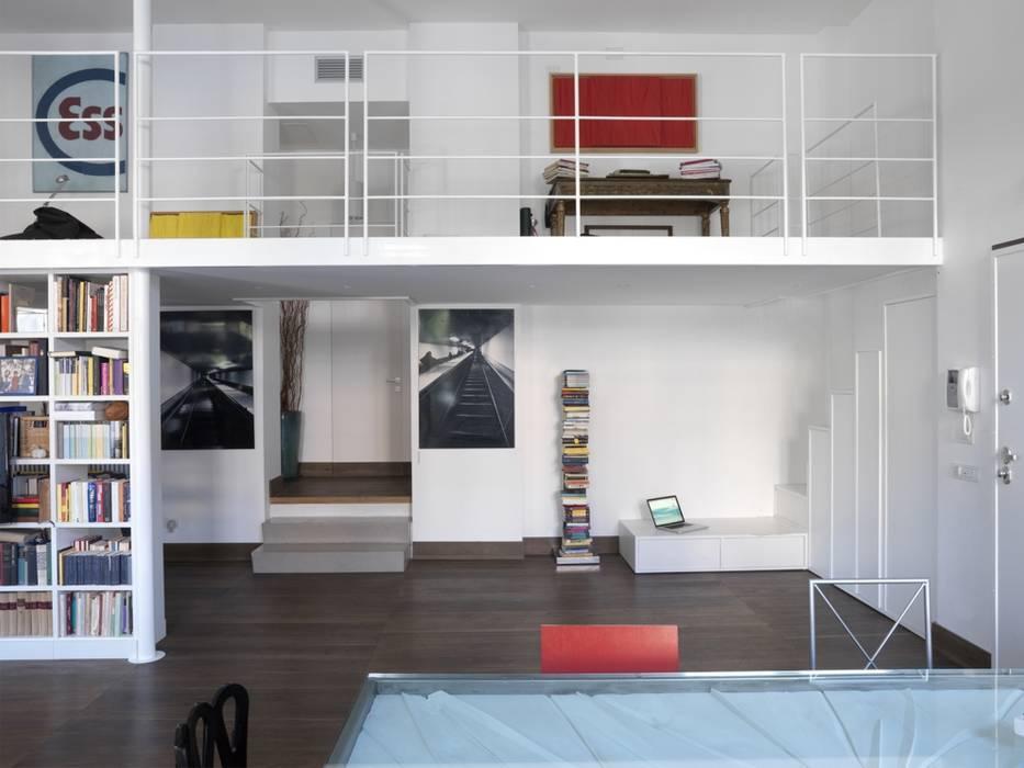 CASA AL GIANICOLO Soggiorno moderno di na3 - studio di architettura Moderno Ferro / Acciaio