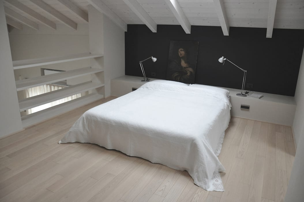 Modern style bedroom by PAOLO CAPRIGLIONE ARCHITETTO Modern