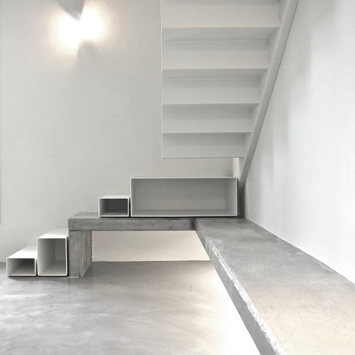 Loft G Ingresso, Corridoio & Scale in stile minimalista di Pinoni + Lazzarini Minimalista