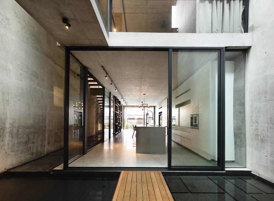 Kitchen by HYLA Architects, Modern