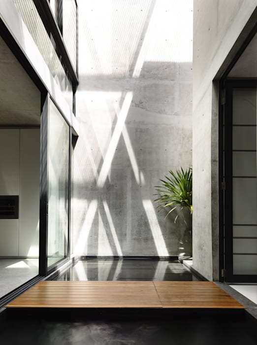Well of Light Modern walls & floors by HYLA Architects Modern