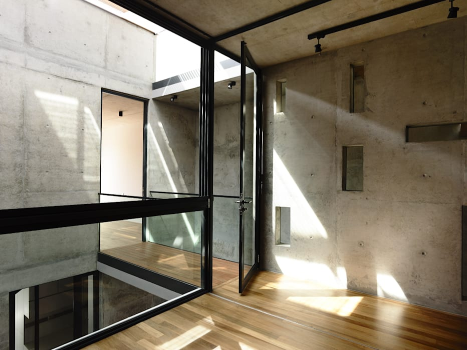Well of Light Modern windows & doors by HYLA Architects Modern