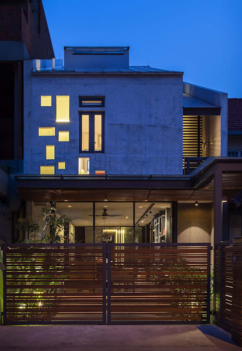 Well of Light:  Houses by HYLA Architects,
