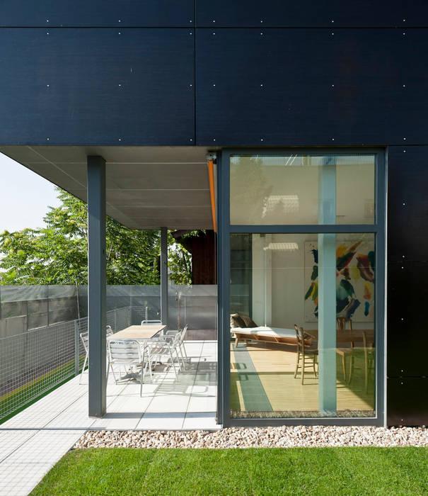secuencia cubierto - transparente - cerrado hollegha arquitectos Balcones y terrazas de estilo minimalista