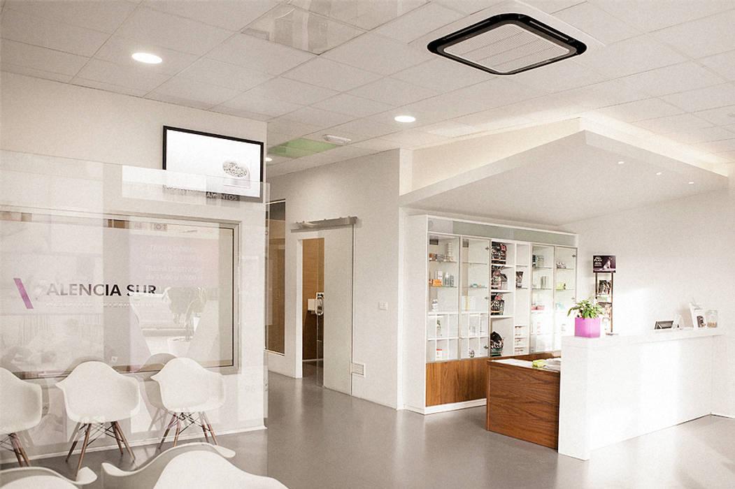 DISEÑO DE MOSTRADOR homify Oficinas y tiendas de estilo minimalista
