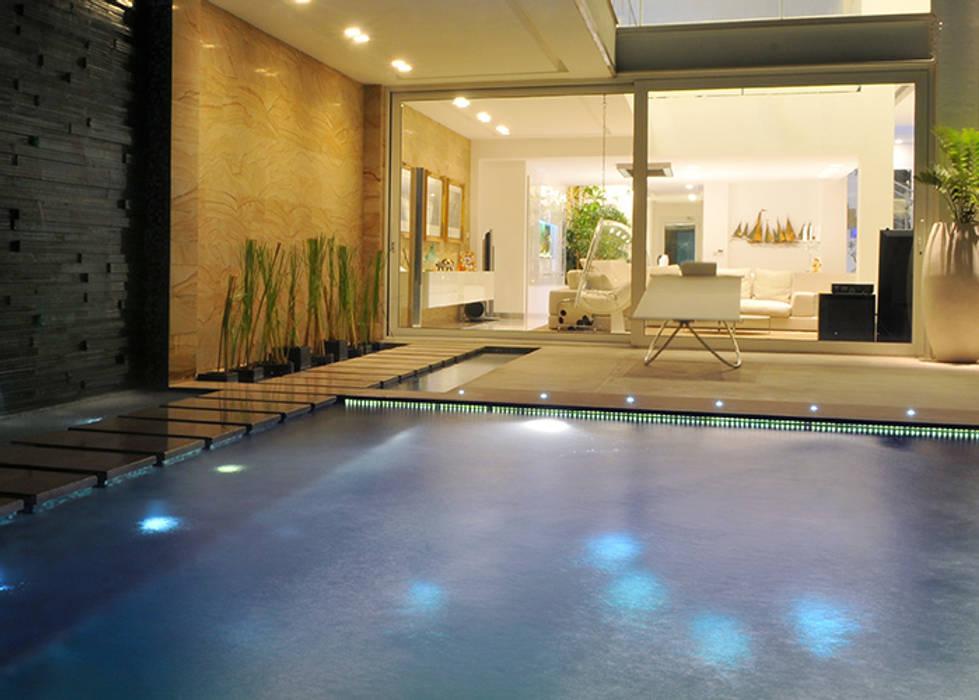 Le stelle riflesse in piscina Piscina moderna di Lo Studio Mammini Candido Moderno