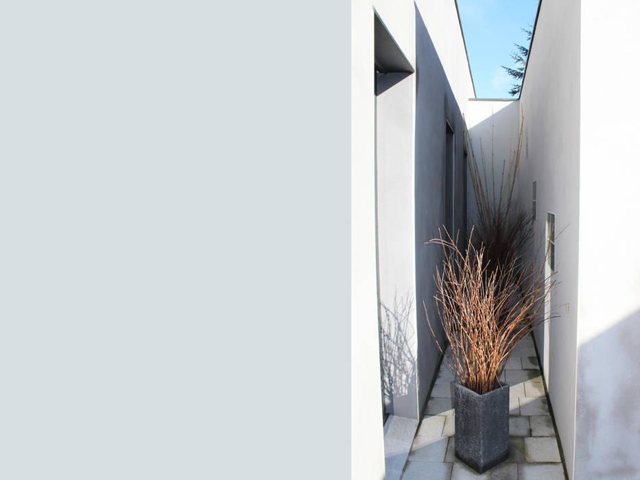 villa contemporaine: Maisons de style de style Moderne par julien blanchard architecte dplg