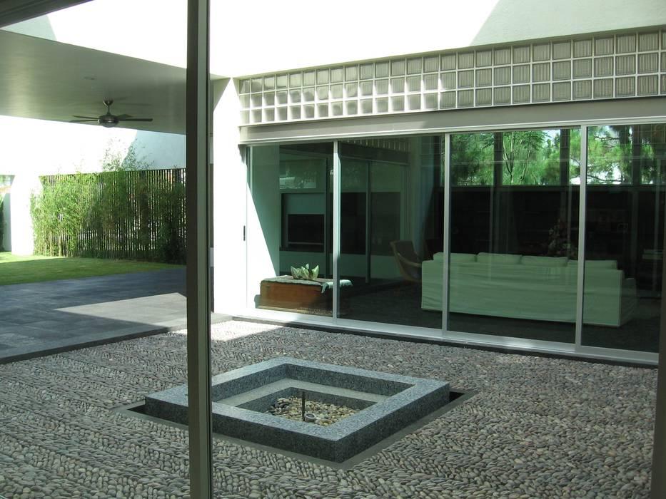 Taller Luis Esquinca Modern houses