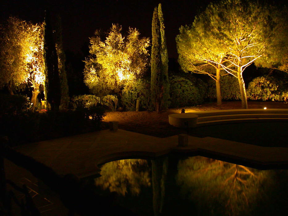 Private Villa in French Riviera Jardines de estilo clásico de Cannata&Partners Lighting Design Clásico