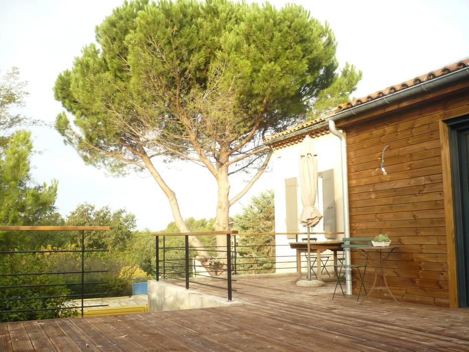 La terrasse: Salon de style  par Saint Roch KA International