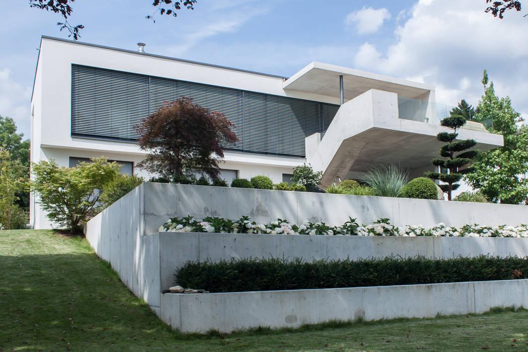 Gartenansicht Moderne Häuser von herzog,kassel+partner Modern