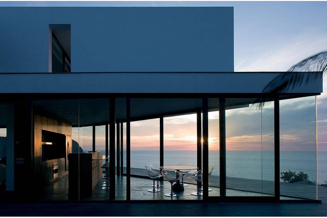 Modern balcony, veranda & terrace by AABE Modern