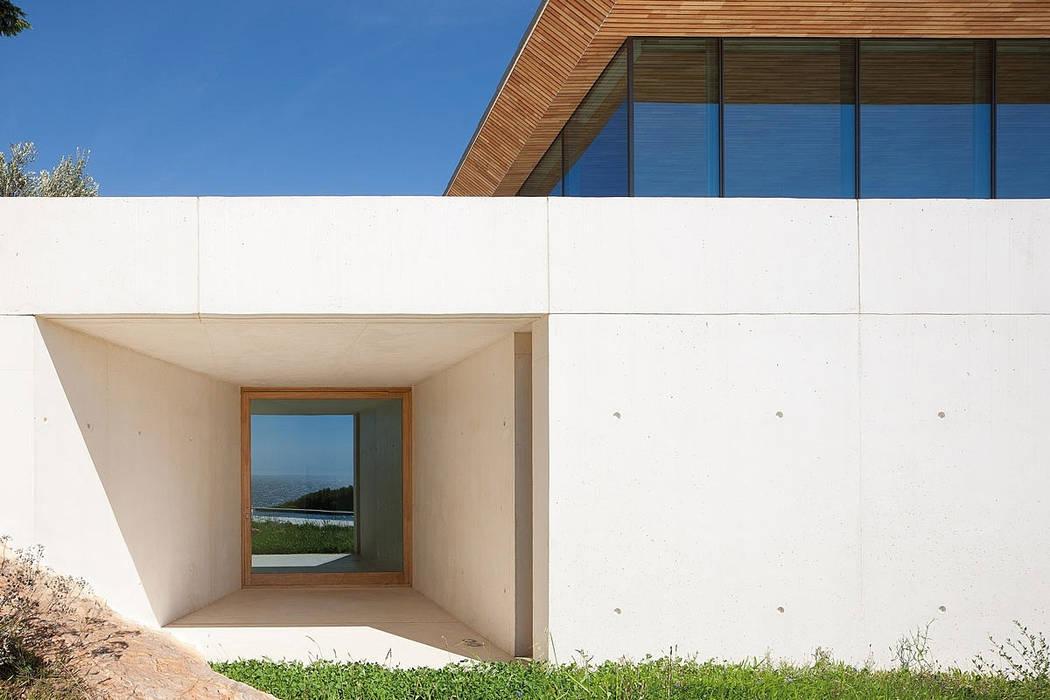 ALON: Murs de style  par AABE, Moderne