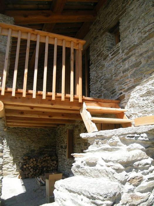 Pasillos, vestíbulos y escaleras de estilo minimalista de AAT Studio Minimalista