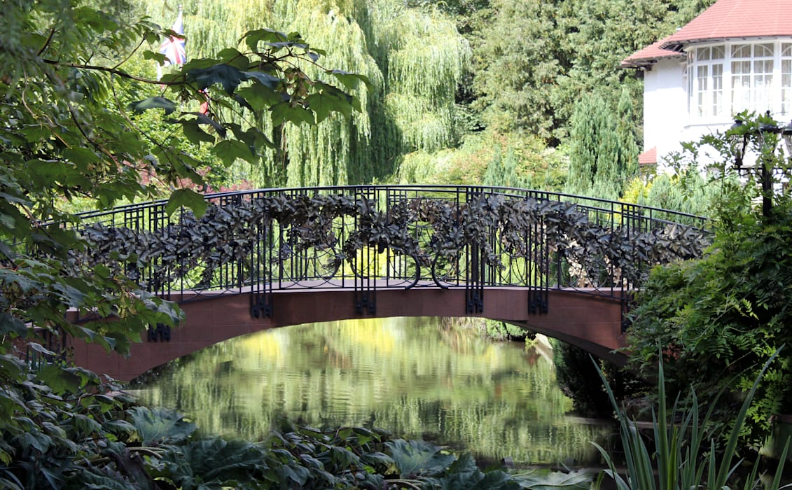 Garden Bridge : Giardino in stile  di Villi Zanini - Wrought Iron Art