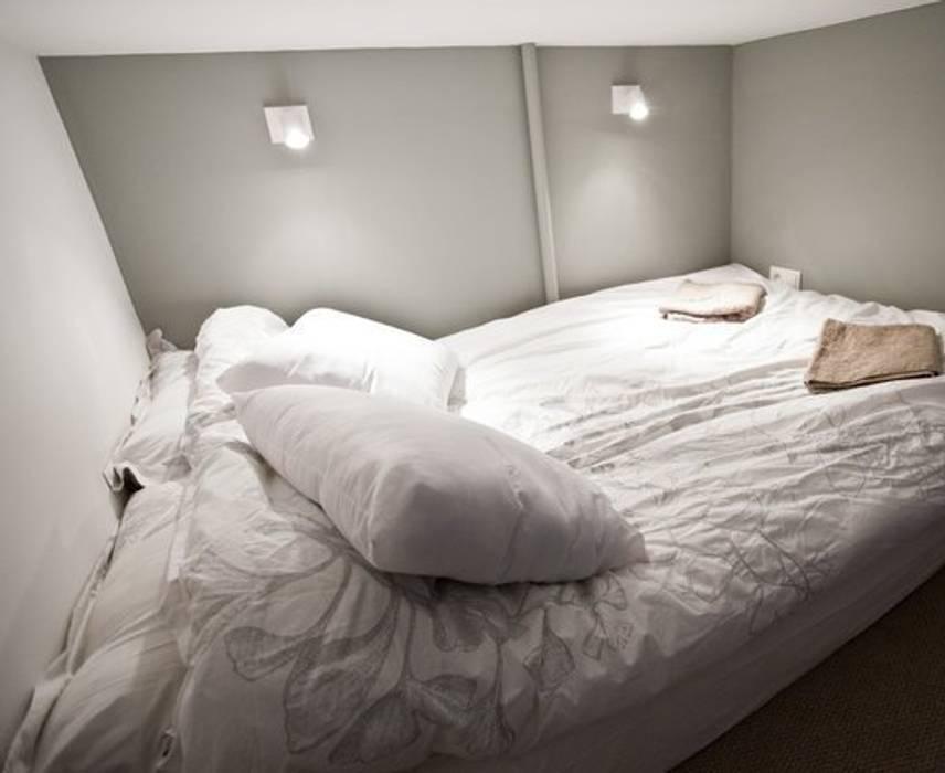 Lit suspendu: Chambre de style  par 3B Architecture