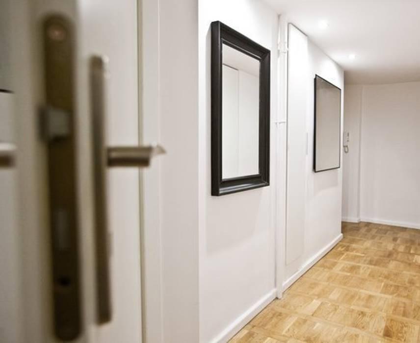 Sobre transition Couloir, entrée, escaliers modernes par 3B Architecture Moderne