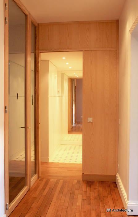 Couloir et Dressing: Dressing de style  par 3B Architecture