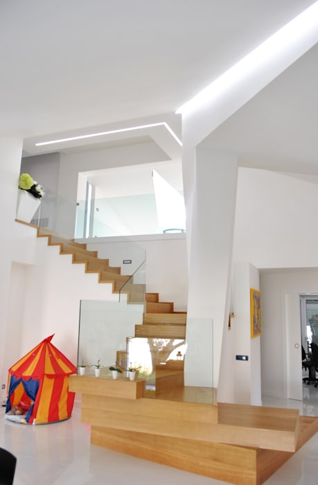 homify Pasillos, vestíbulos y escaleras de estilo moderno
