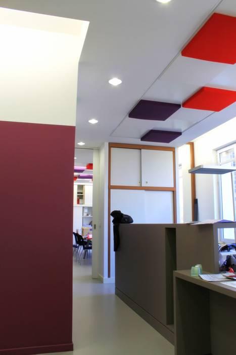 Espace d'accueil Espaces de bureaux modernes par 3B Architecture Moderne