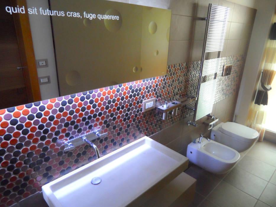 BAGNO OSPITI: Case in stile in stile Moderno di M@G  Architettura&Design