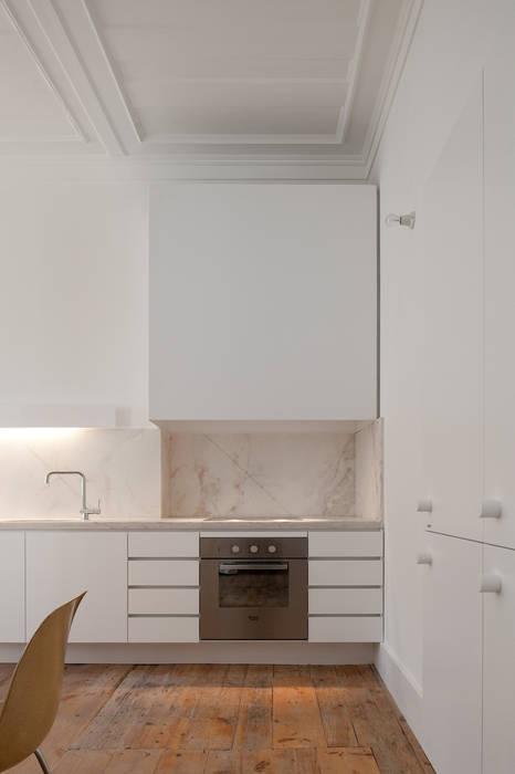 Cocinas de estilo clásico de José Adrião Arquitectos Clásico