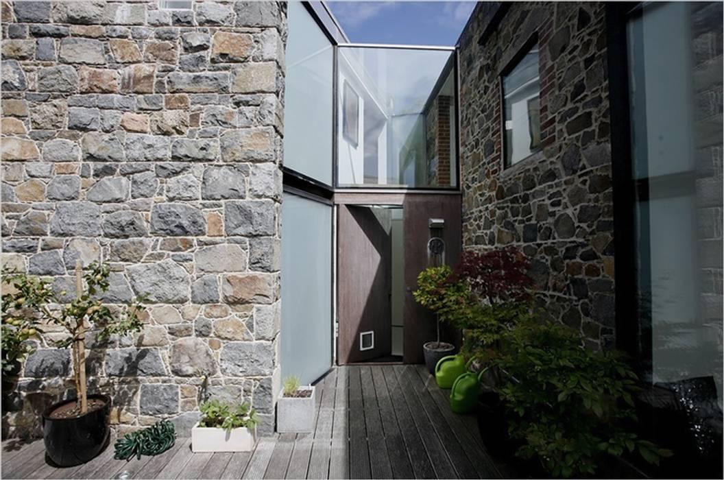 La Concha Rustic style house by JAMIE FALLA ARCHITECTURE Rustic