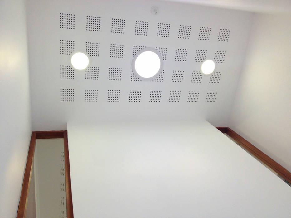 Travail de la lumière: Bureaux de style  par 3B Architecture
