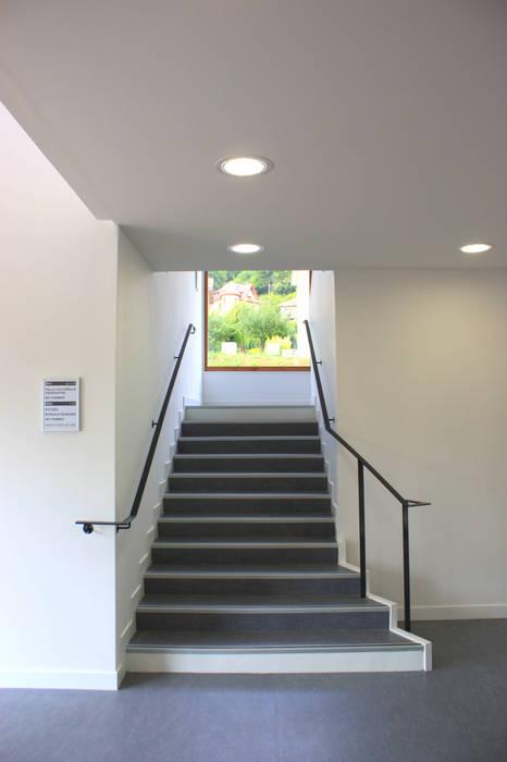 Escalier: Bureaux de style  par 3B Architecture