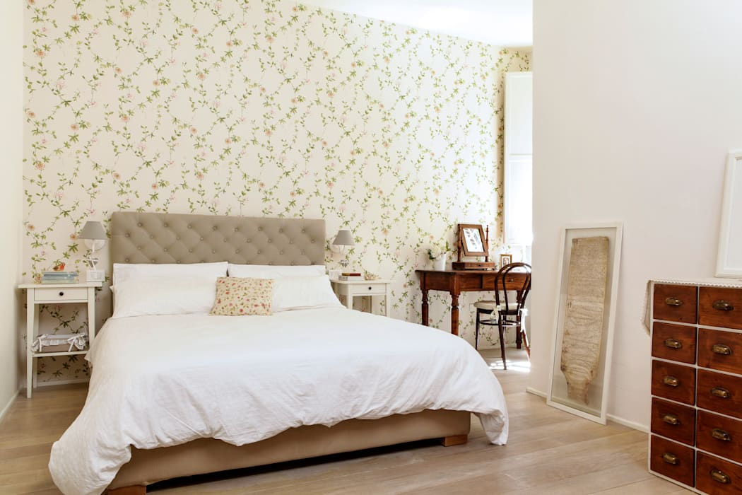 Classic style bedroom by Tommaso Bettini Architetto Classic