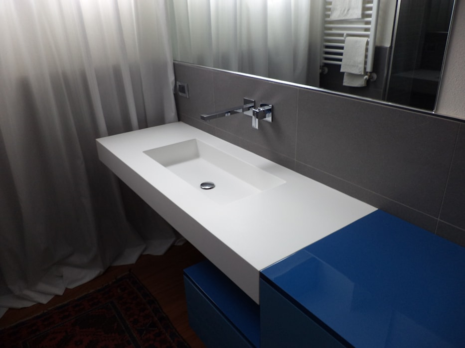 """Refurbish the Seventies"": Bagno in stile  di Studio Architetto Daniele Agostinelli"