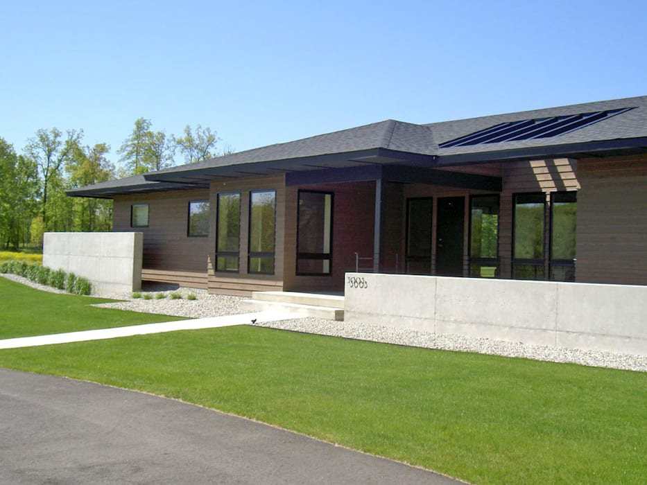 Contemporary bungalow with Asian inspired garden Modern garden by Schema Studio Limited Modern