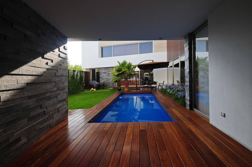 Moderne Pools von ze|arquitectura Modern