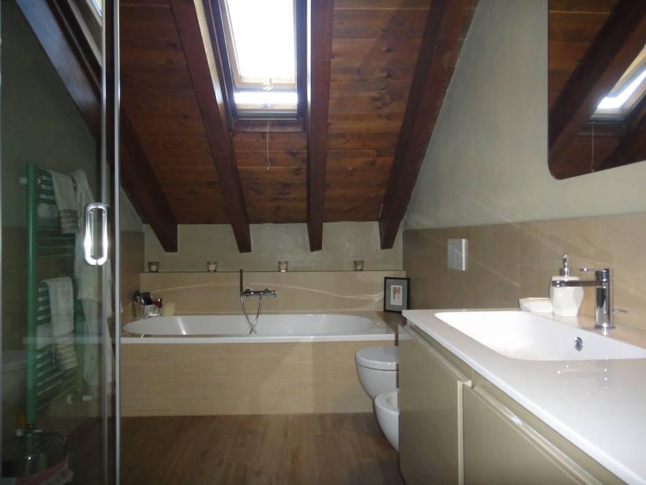 Bagno: Bagno in stile in stile Eclettico di studionove architettura