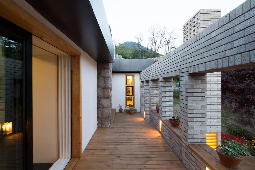 유진이네 집수리(YUJIN'S JIP-SOORI): 무회건축연구소의  주택,모던