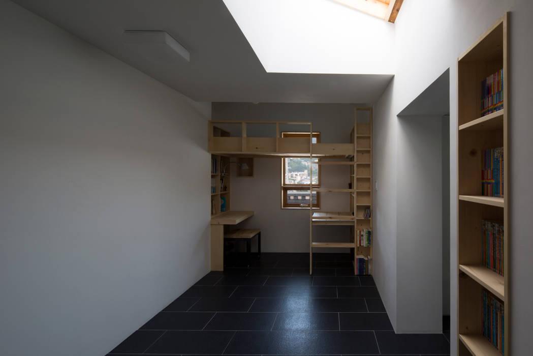 유진이네 집수리(YUJIN'S JIP-SOORI): 무회건축연구소의  서재 & 사무실,모던