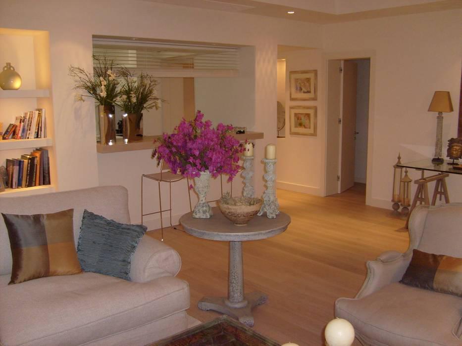 Modern Living Room by dekorbodrum Modern