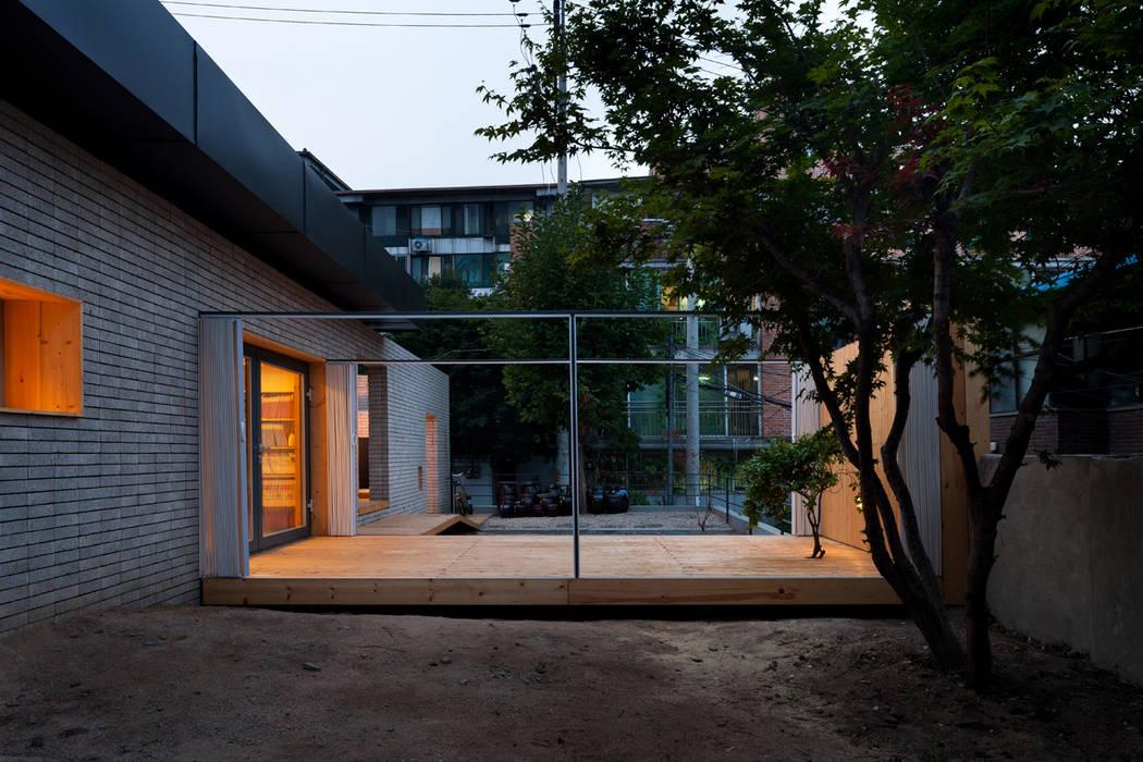 Casas de estilo  de 무회건축연구소