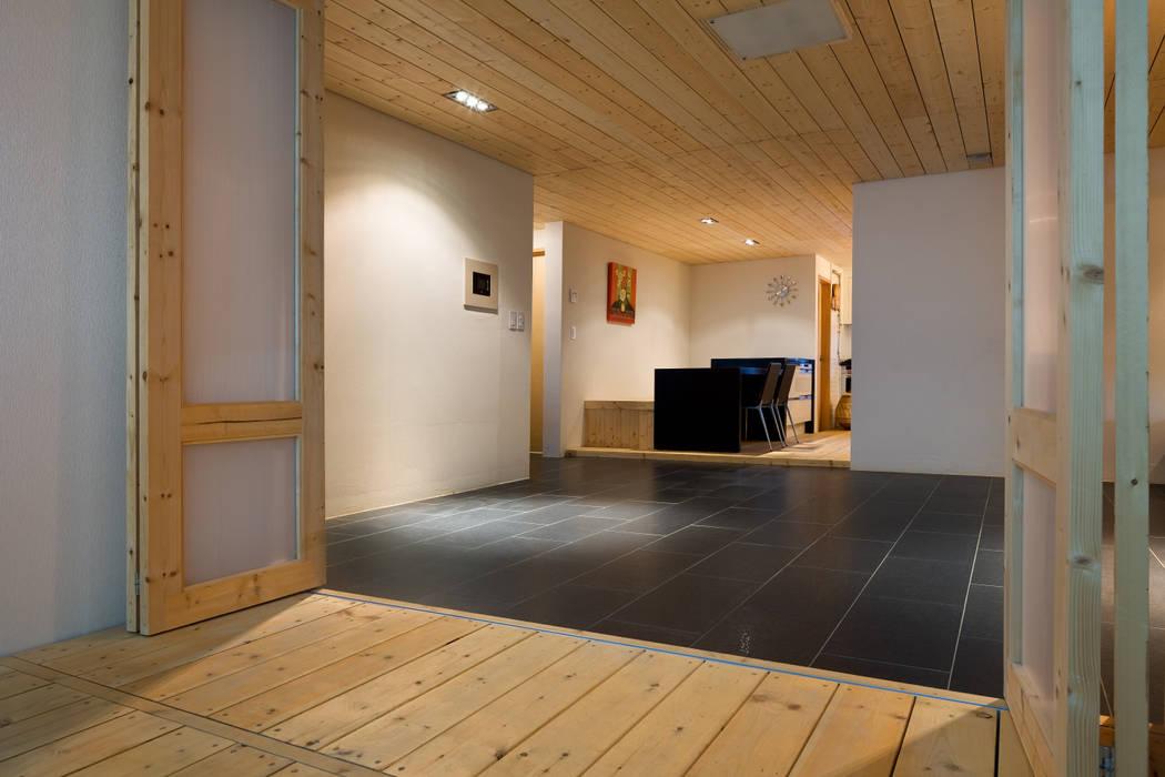 Modern dining room by 무회건축연구소 Modern